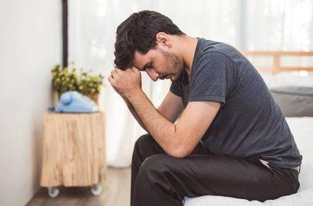 علائم دلتنگی در مردان مغرور